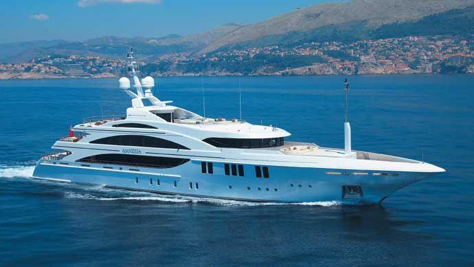 Amnesia yacht luxueux