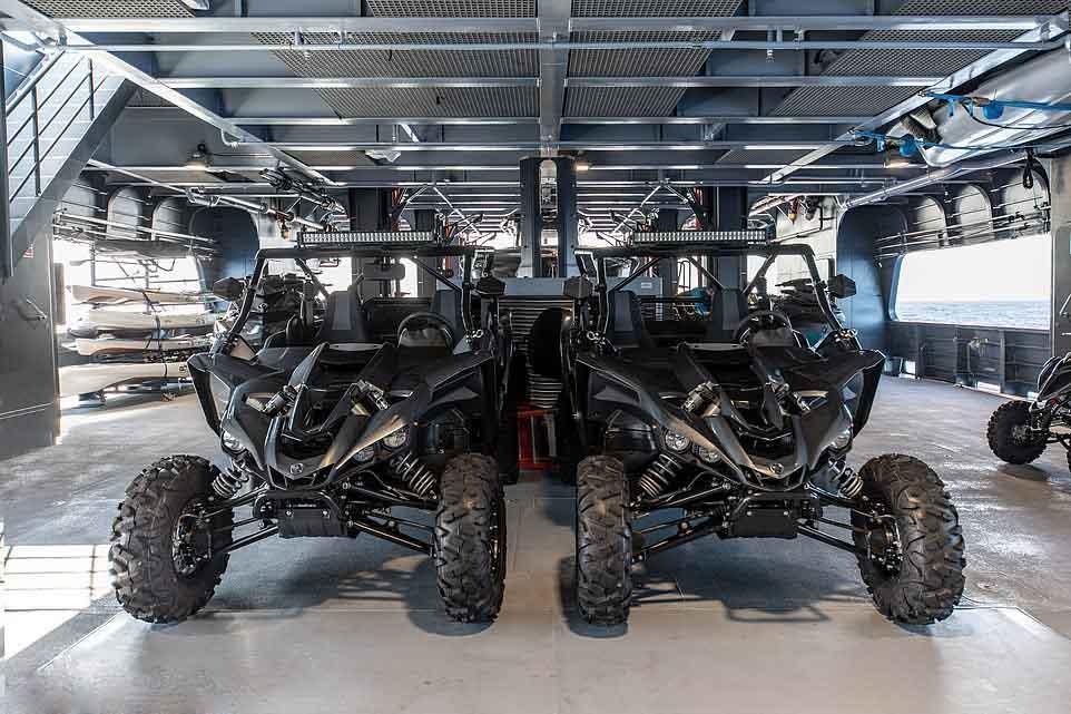 garages a jouets superyachts